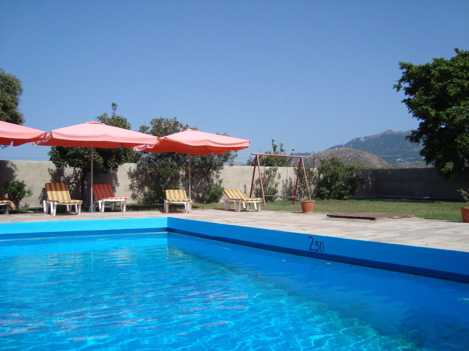 Pool und Blick in die Berge Hotel Hermes