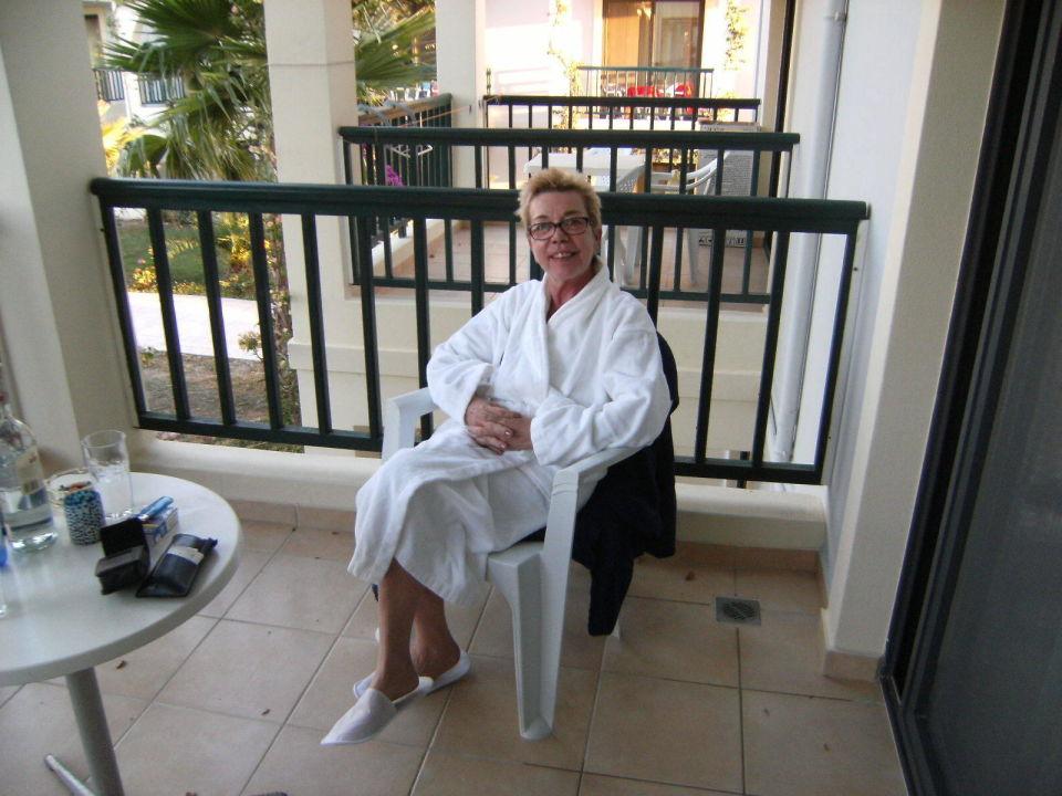 herrlich gro er balkon und kuscheliger bademantel hotel tigaki beach tigaki holidaycheck. Black Bedroom Furniture Sets. Home Design Ideas