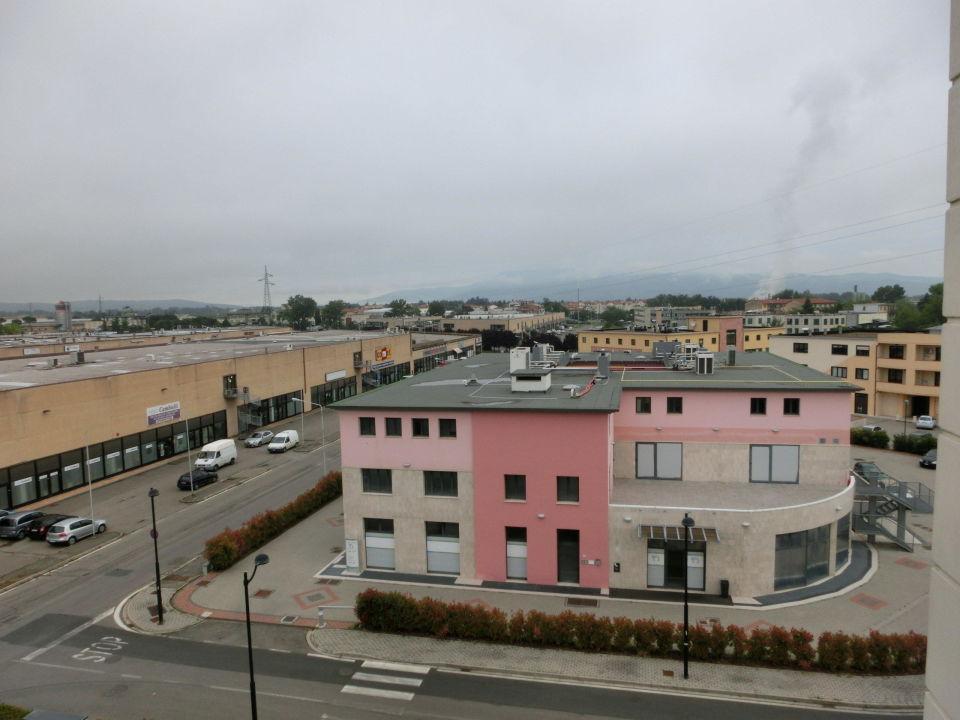 Blick aufs Industriegelände Hotel Ac Arezzo
