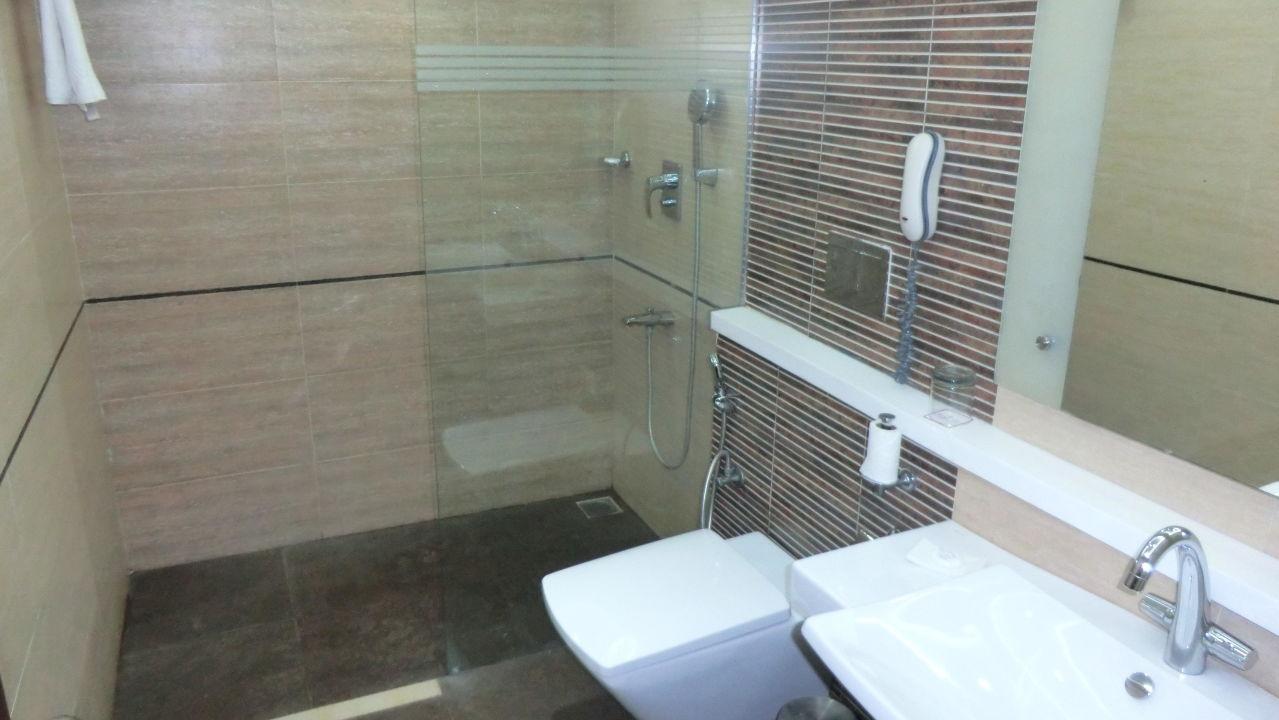 "bad mit duschwand"" hotel ramada chennai egmore in chennai/madras, Hause ideen"