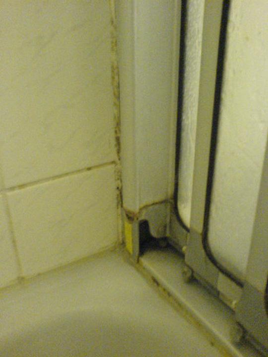 Schimmel in der Dusche Hotel Neufahrn
