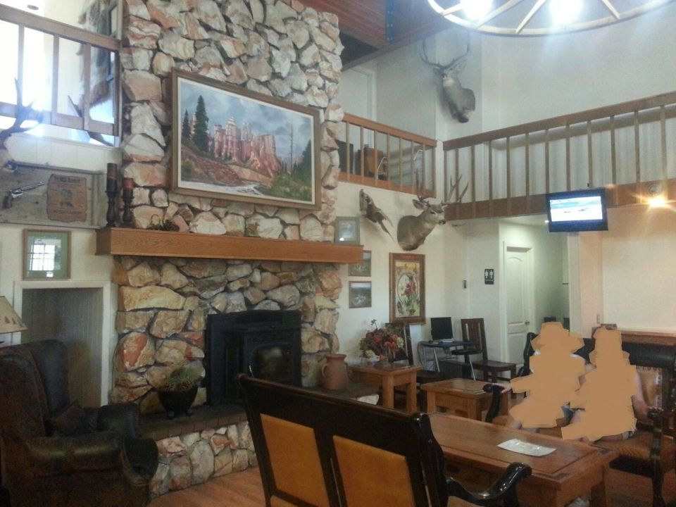 Westernfeeling in der Lobby Hotel Bryce Canyon Pines