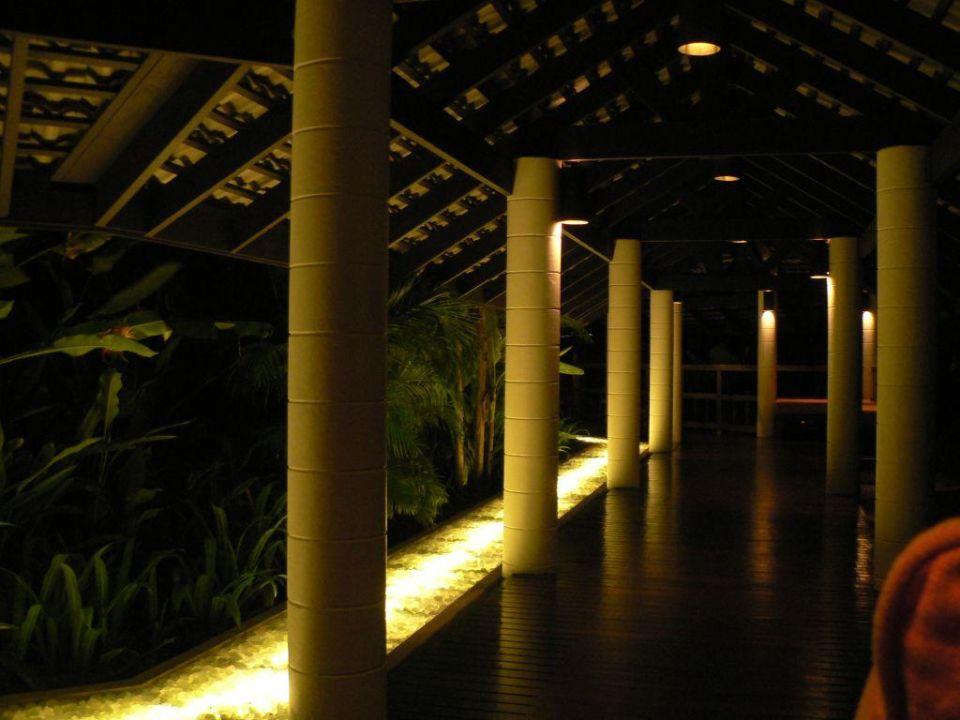 Hotelanlage beleuchtet Hotel Evason Phuket & Spa  (geschlossen)