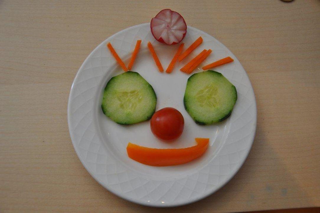 Lustiges und gesundes Kinderessen die Sonnigen Hotel und Restaurant