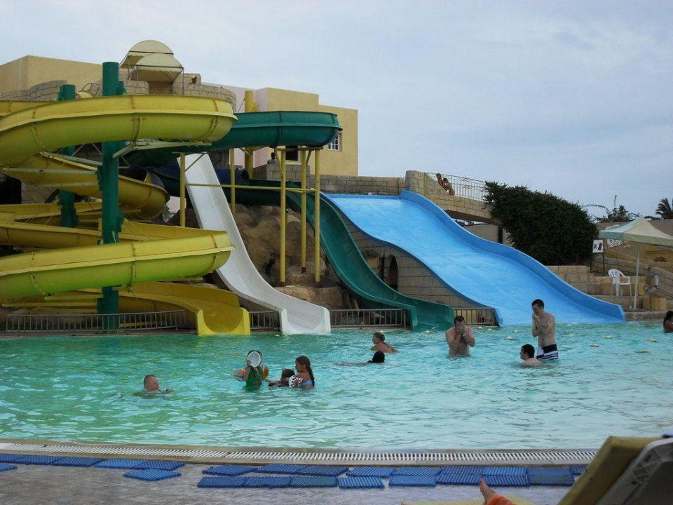 Piscines avec toboggans, beach volley, gym tonic, jeux Hotel Houda Golf & Beach Club
