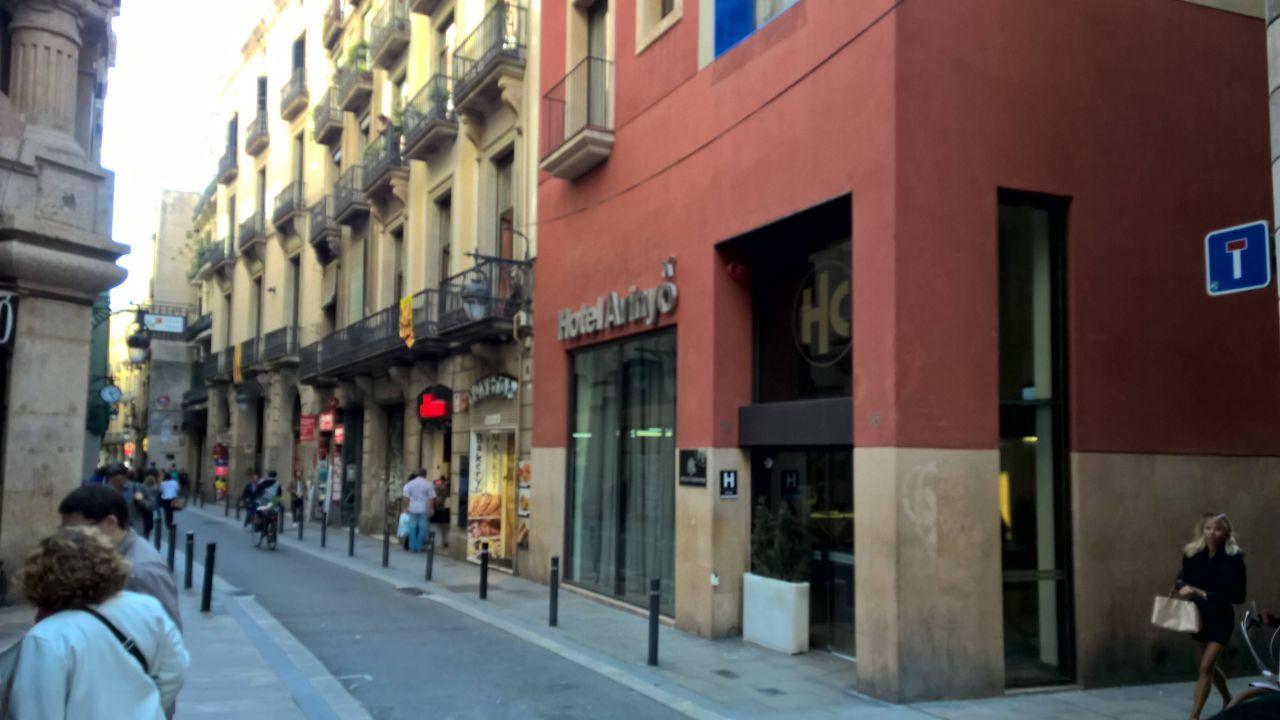 Seitliche Außenansicht Hotel Catalonia Avinyo