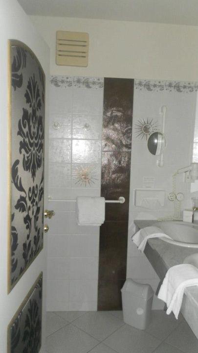 Unteres Badezimmer mit Dusche Love Suite