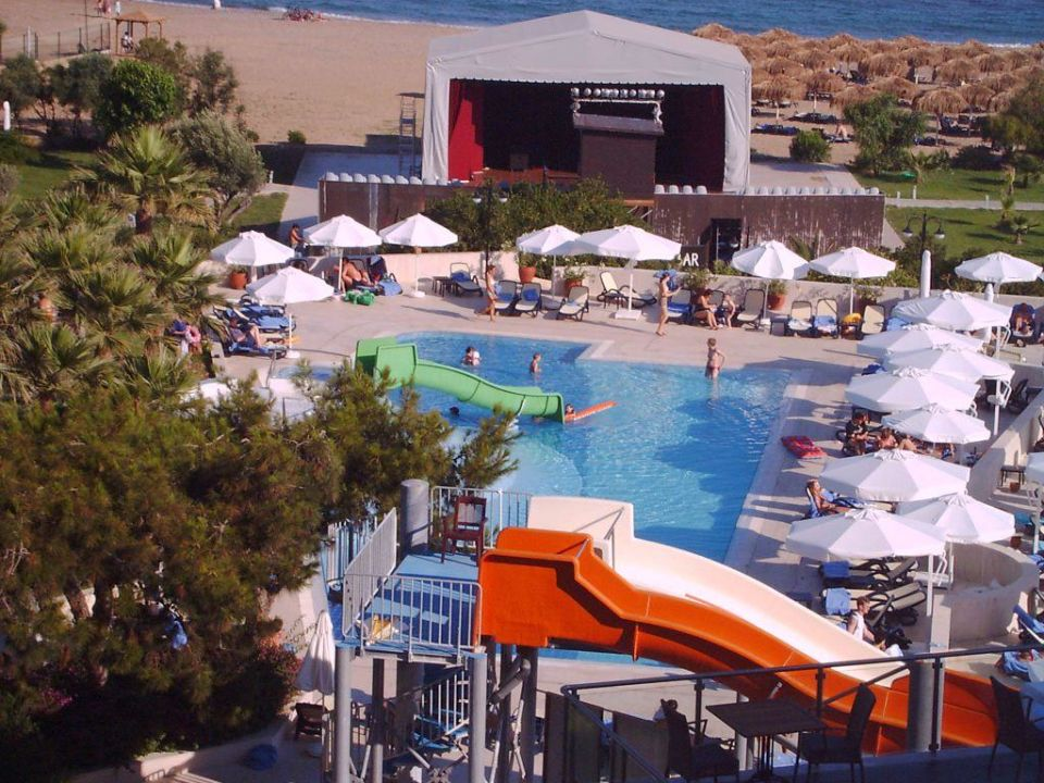 Blick auf den Pool und Theater Arcanus Side Resort