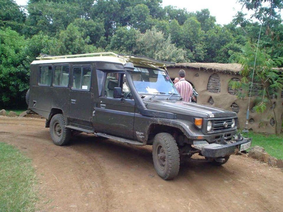 Unser Jeep Hotel Olonana Safari Camp