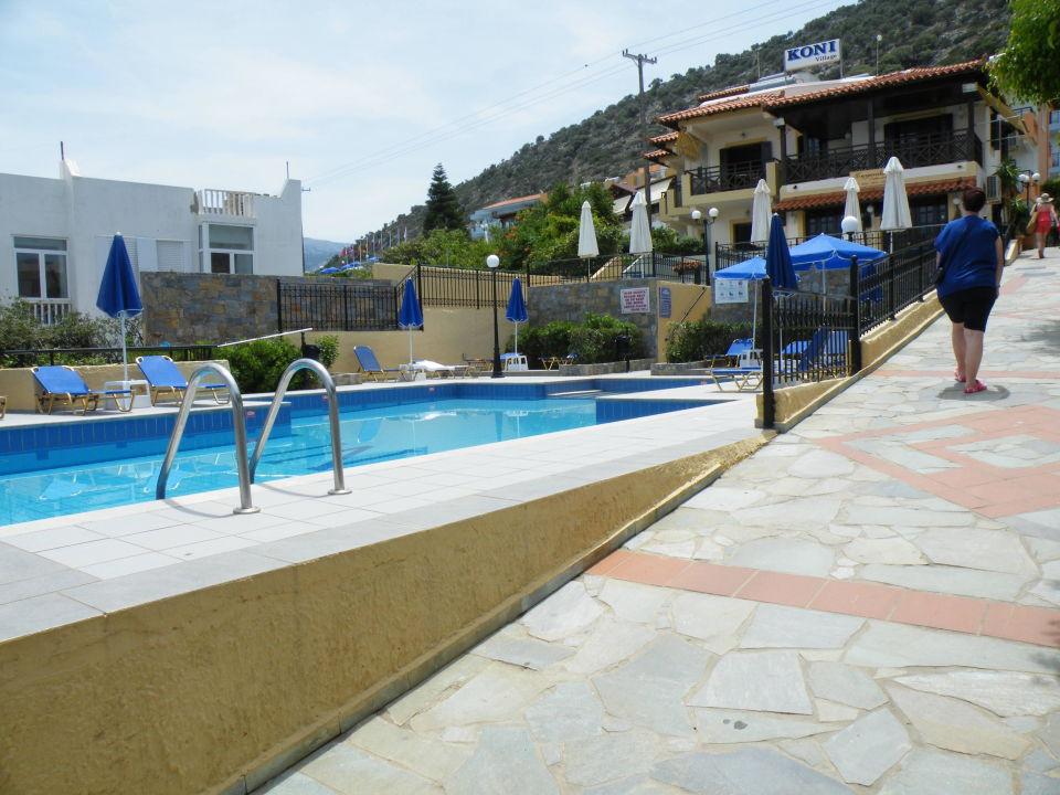 Kleiner pool unterhalb der rezeption hotel koni village for Kleiner pool