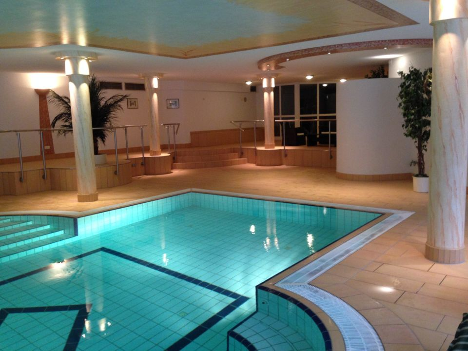 pool mit sitzbank und massaged sen belchenhotel j gerst ble aitern holidaycheck baden. Black Bedroom Furniture Sets. Home Design Ideas