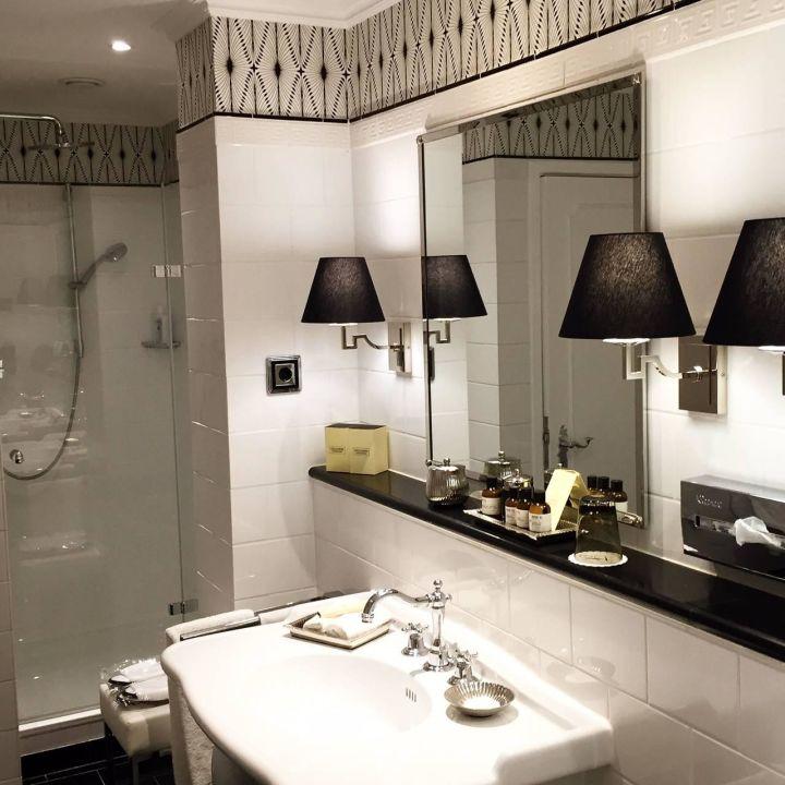 Stilvolles Badezimmer Fairmont Hotel Vier Jahreszeiten Hamburg