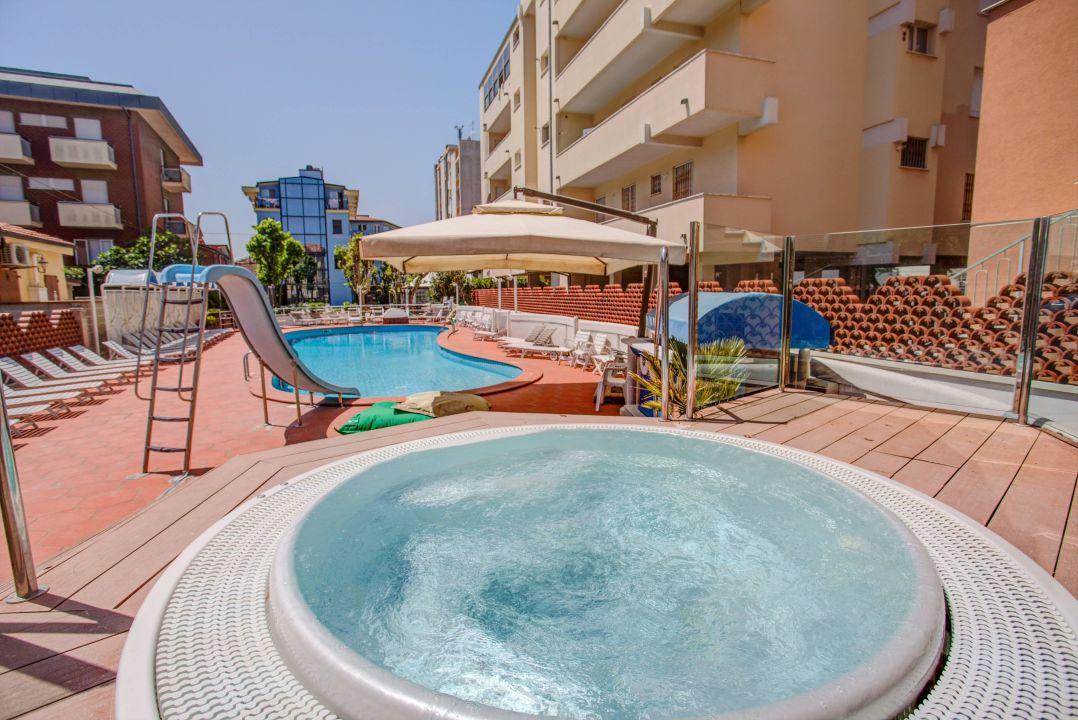 Hotel con piscina bellaria hotel rosalba resort bellaria igea marina holidaycheck emilia - Hotel con piscina bellaria ...