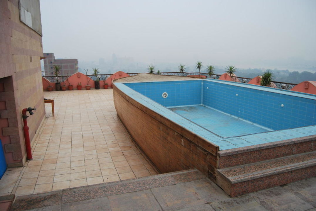 Pool auf der dachterrasse hotel swiss inn giza giseh for Apartamento rural con piscina privada