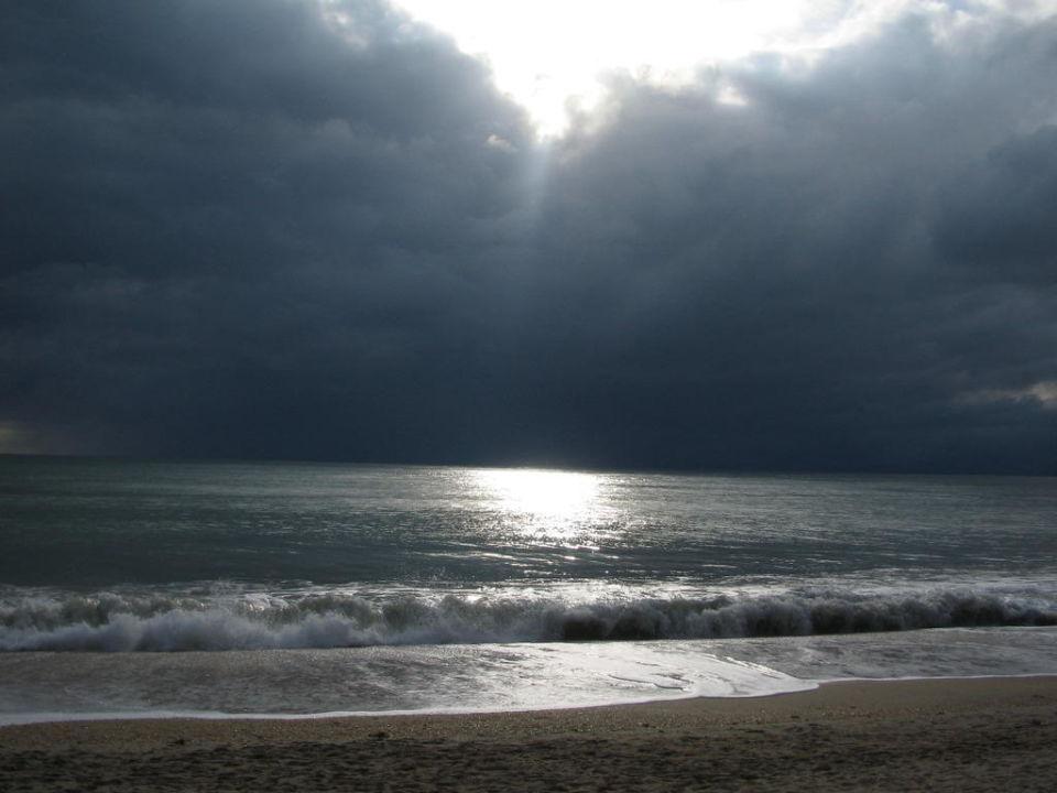 Gleich bricht das Unwetter los! Hotel Lanta Sand Resort & Spa