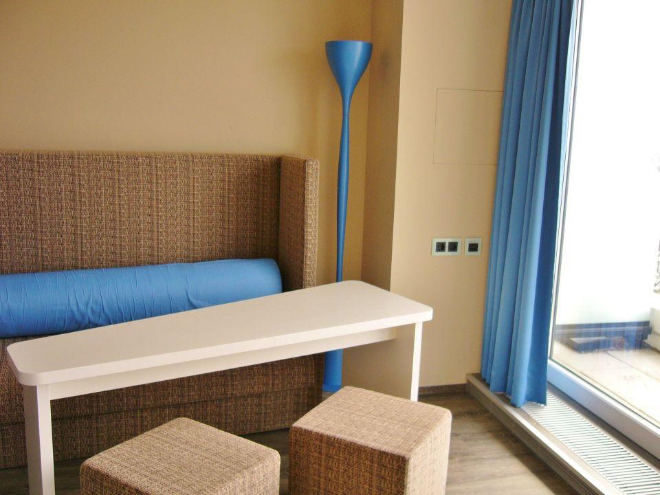 Wohnbereich panorama suite sitzgruppe am fenster a ja for Aja resort warnemunde suite