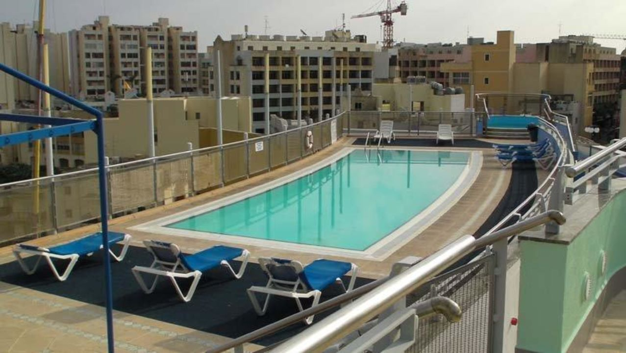 Pool be.HOTEL