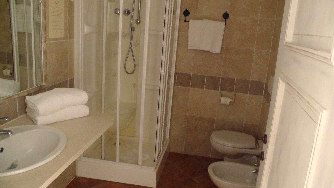 Auch das Bad war in Ordnung Alessandro Hotel