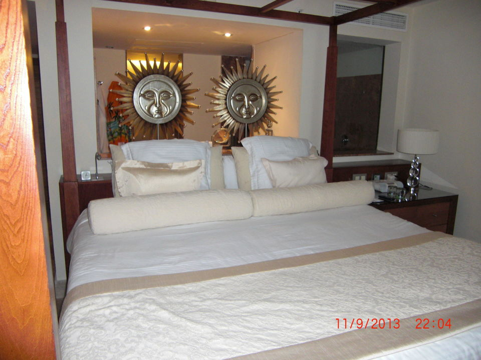 grosses bett excellence playa mujeres in cancun. Black Bedroom Furniture Sets. Home Design Ideas