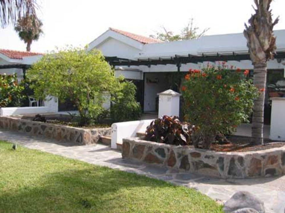 Terrassenseite des Apartments mit Blick auf den Pool Hotel Maspalomas Lago