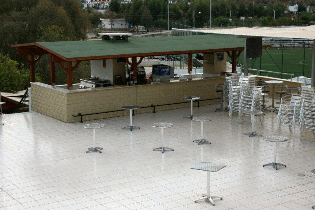 Dachterrassenbar morgens Hotel Eken Resort