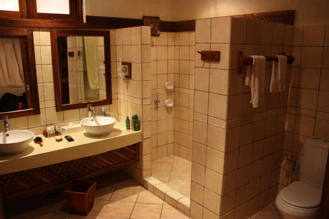 """bad mit zwei waschbecken"""" neptune pwani beach resort & spa in, Hause ideen"""