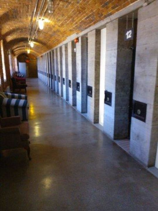 Jail Hostel HI Ottawa Jail Hostel