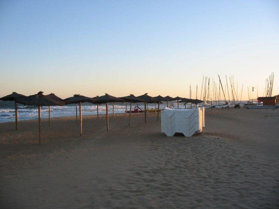 Am Strand mietbare Liegen und Schirme TUI FAMILY LIFE Islantilla