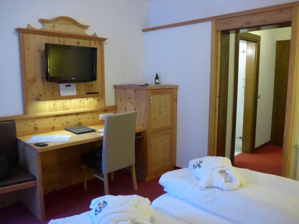 Bild entree hotel trattlerhof zu hotel trattlerhof in for Schreibtisch 2 00 m