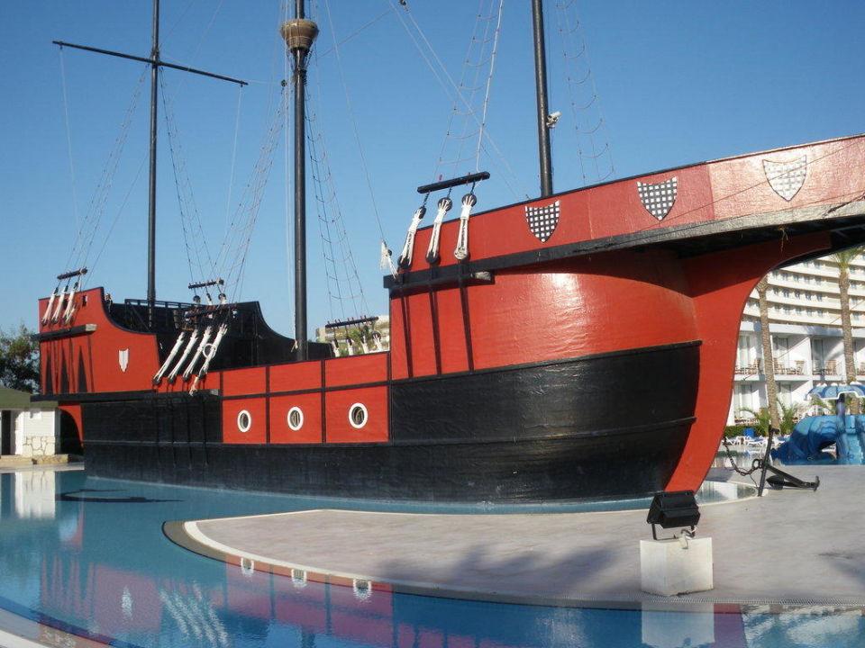 Pitatenschiff Titanic Beach Lara
