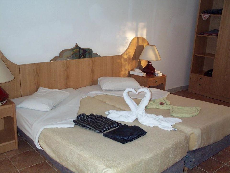 Zimmer innen, Fernseher und Kühlschrank vorhanden Beach Albatros Resort Sharm El Sheikh (geschlossen)