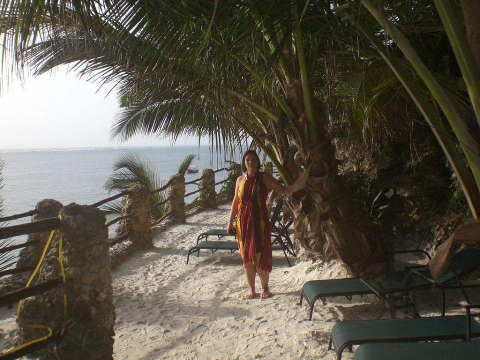 """Liegefläche auf der """"Klippe"""" Bahari Beach Hotel"""
