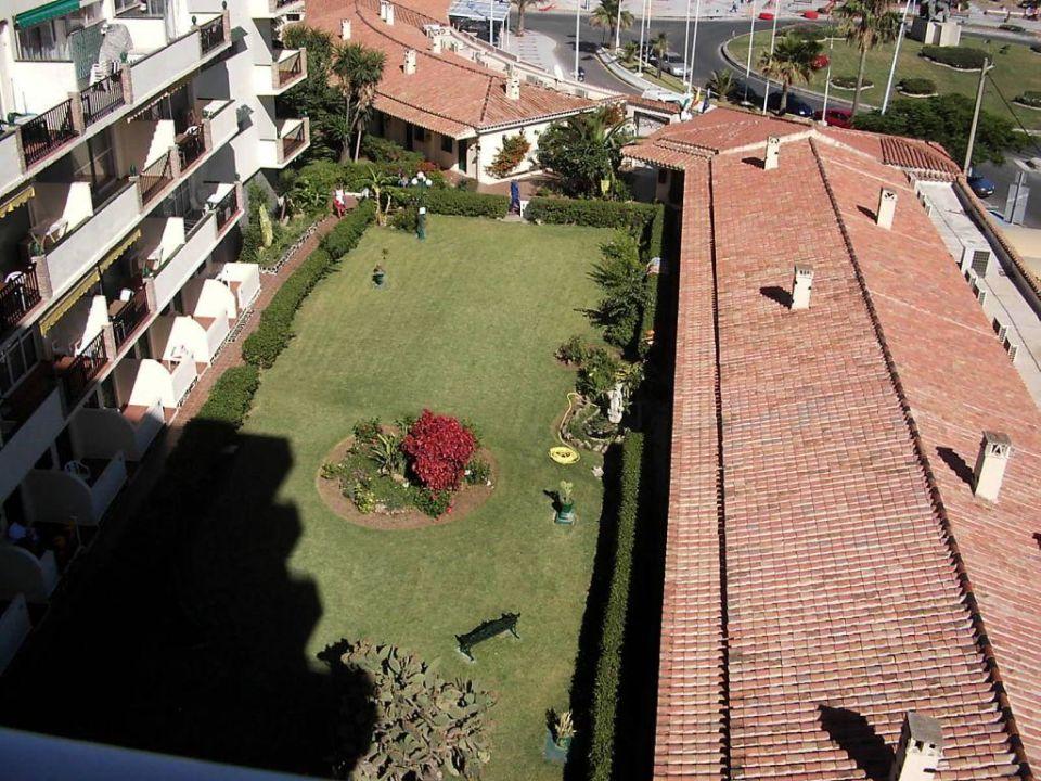 Nebengebäude und Gartenanlage des Hotels Hotel Los Jazmines