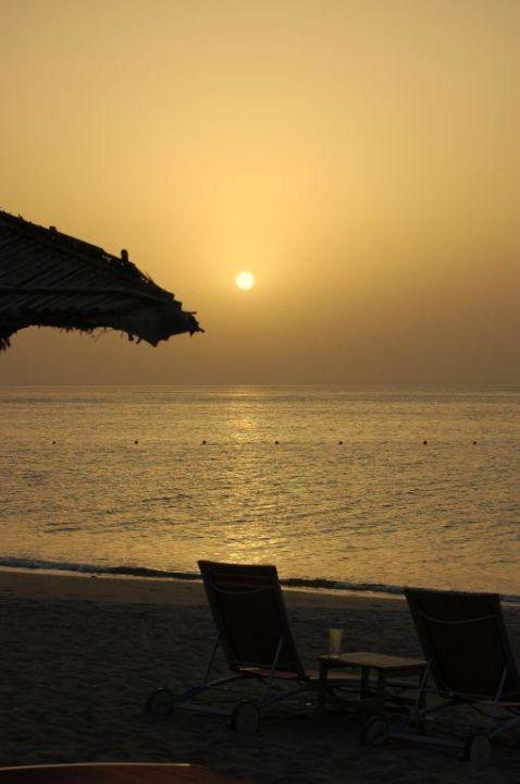 Sonnenaufgang über dem Golf von Oman Miramar Al Aqah Beach Resort