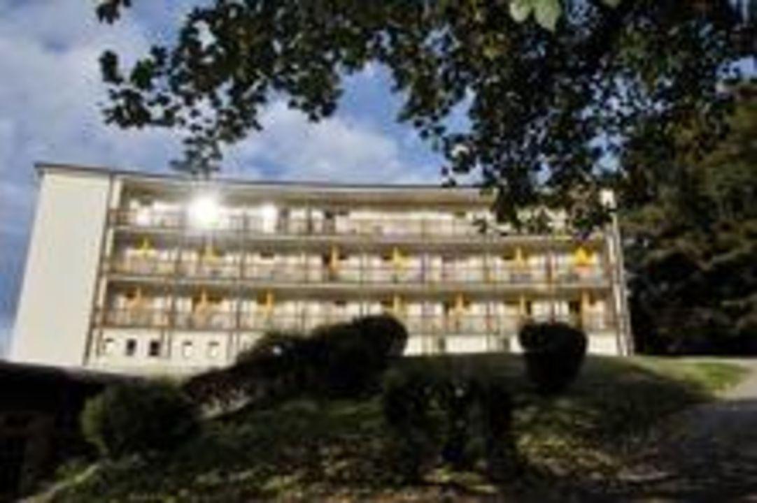 Außenansicht_Balkonseite Kurhotel St. Josef