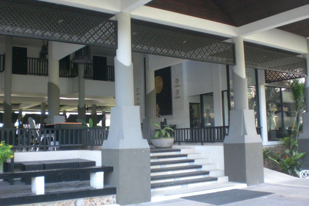 Von der Gegenüberliegenden Straßenseite aus Samaya Bura Resort