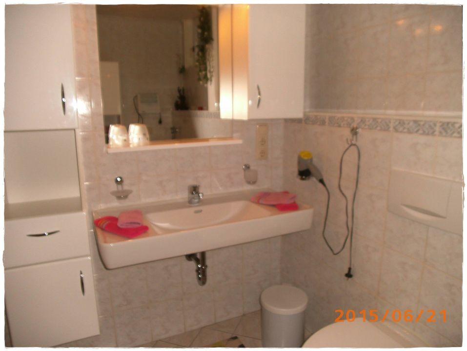 Badezimmer,Dusche,WC,Waschmaschine,Haarfön\