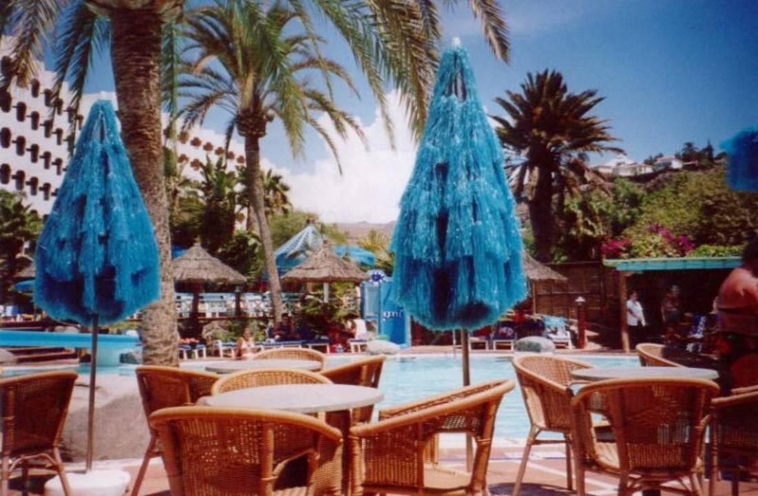 IFA BEACH HOTEL Poolarea mit Schirmen Corallium Beach by Lopesan Hotels - Adults only