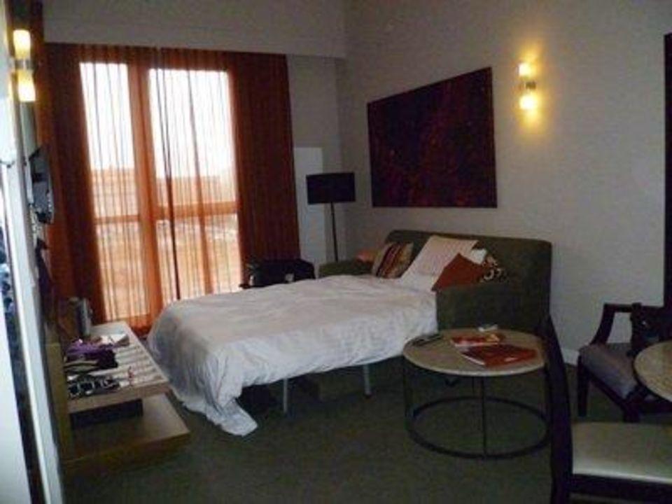 Wohnzimmer Mit Schlafsofa Adina Apartment Hotel Berlin Checkpoint Charlie