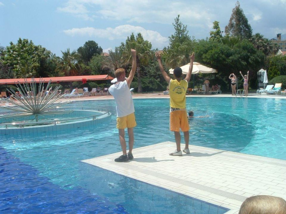 Pool und Animation Queen's Park Le Jardin Resort