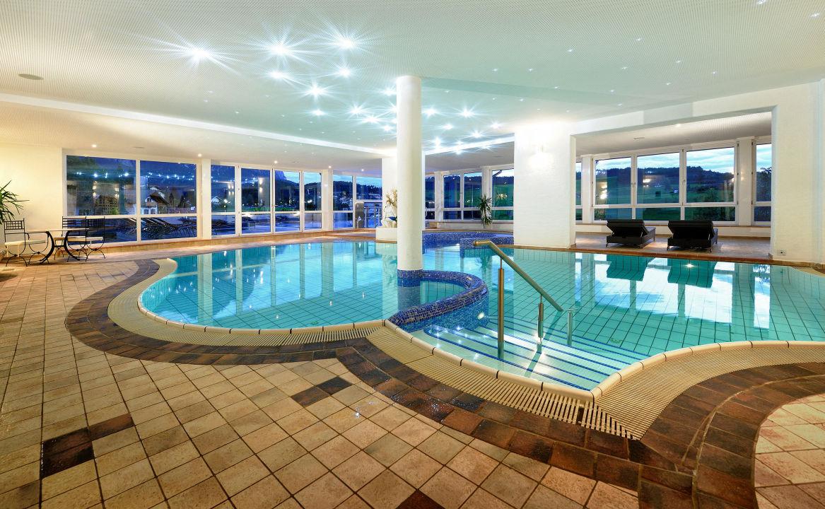 Innenpool Hotel Alpenflora