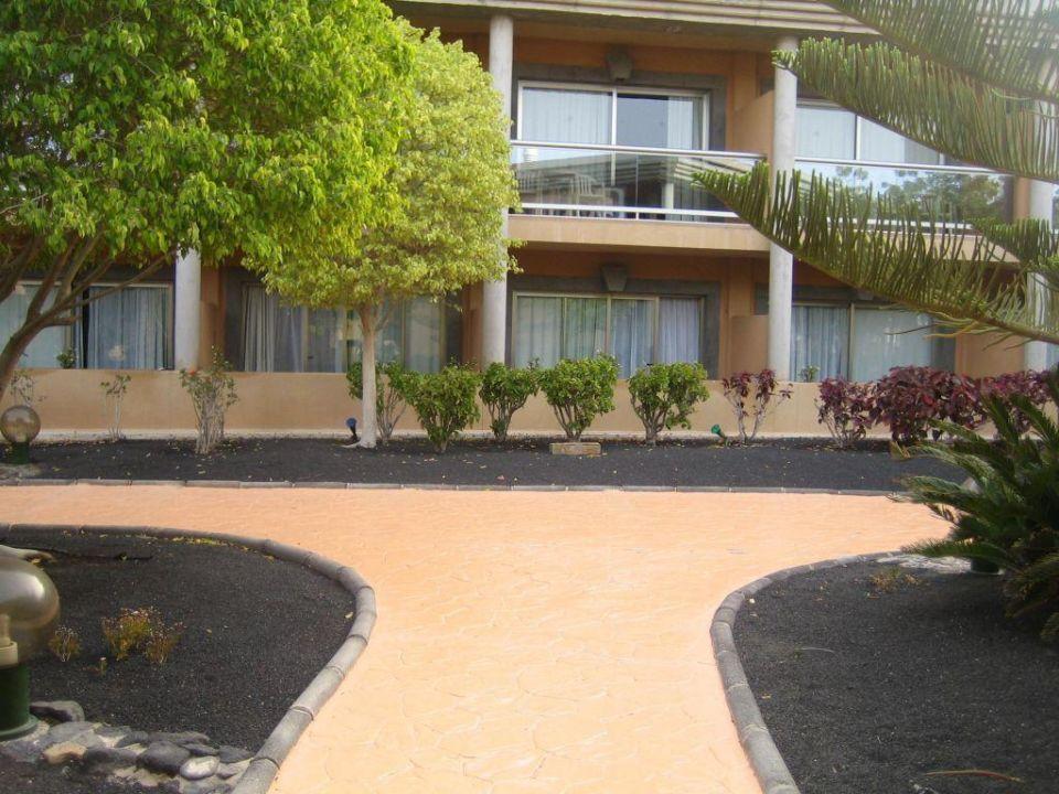 Einer der Wege innerhalb des Hotelbereiches Iberostar Selection Fuerteventura Palace - Adults only