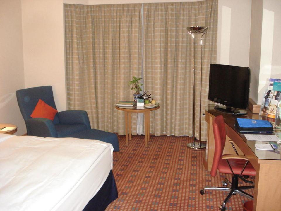 Blick ins Zimmer, auf den Arbeitsbereich Hotel Ankara HiltonSA
