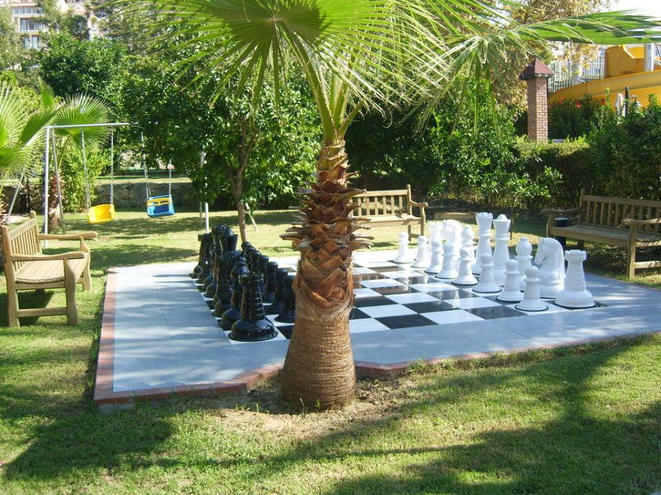 Spielmöchlichkeit vor dem Haupteingang Hotel Club Dizalya