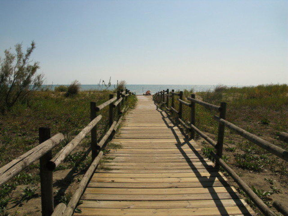 Weg zum Strand durch den Dünenbereich Camping Union Lido