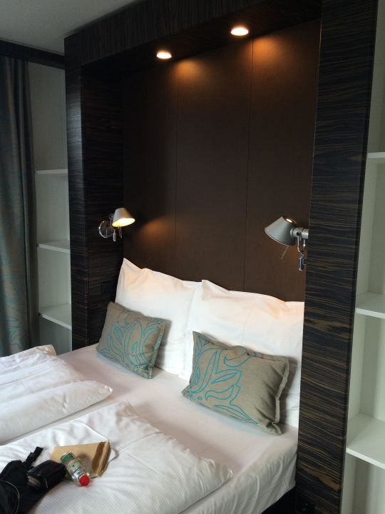 Bild zimmer mit queensizebett zu motel one salzburg for Motel one zimmer bilder