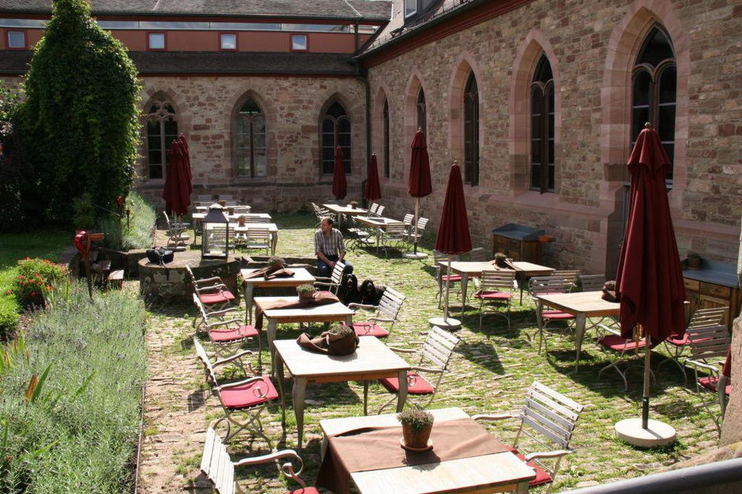 Im Klosterhof\