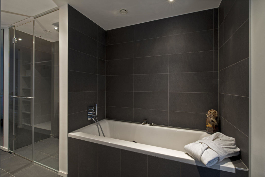 gallery suite badewanne und dusche l g re hotel. Black Bedroom Furniture Sets. Home Design Ideas