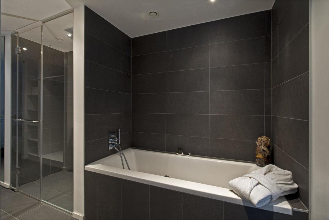 badewanne neben dusche wohn design. Black Bedroom Furniture Sets. Home Design Ideas