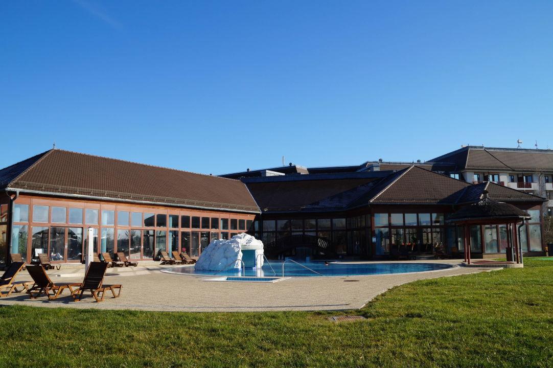 Aussen schwimmbad greenfield hotel golf spa bad b k for Schwimmbad aussen